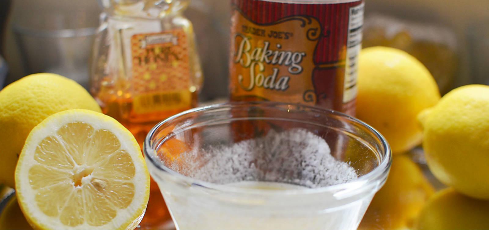 làm trắng móng tay với chanh và baking soda