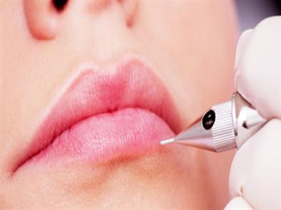 Phun xăm môi có giữ được lâu không?
