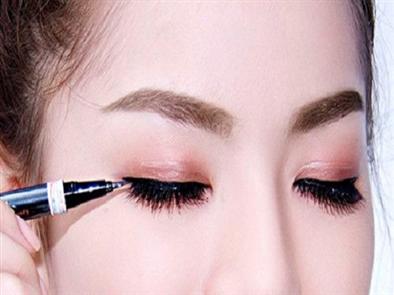 Phun mí mắt – giải pháp hoàn hảo cho đôi mắt đẹp hút hồn