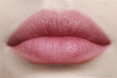 Cách trị thâm môi bằng dầu dừa hiệu quả và dễ làm